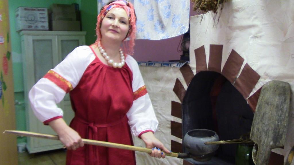 Светлана Коморникова из ансамбля ,,Огонек,, - с самыми раритетными экспонатами музея
