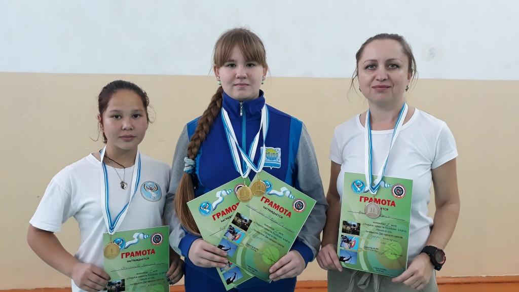 Лук Наталья Отугашева, Ксения Кискина, Олеся Брызгалина