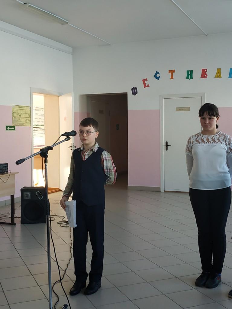Суслов Максим читает стихи