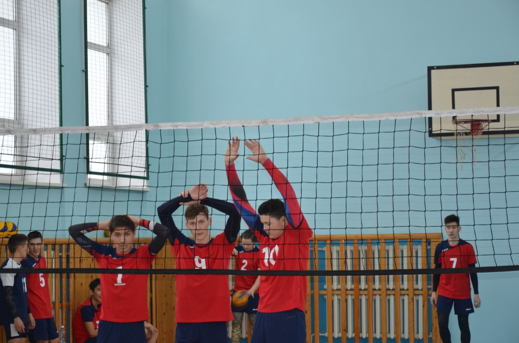 Чепошские волейболисты дали мощный отпор более старшим и опытным спортсменам
