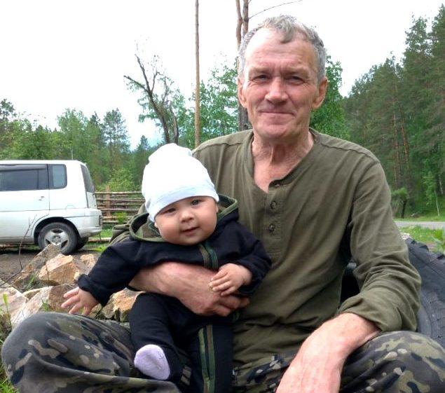 Анатолий Александрович Нуякшин с правнуком
