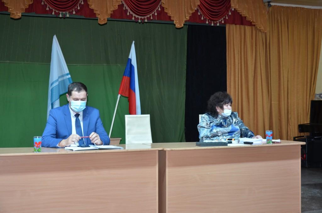 Глава Чемальского района А.А. Алисов, председатель Совета депутатов Л.Б. Ящемская